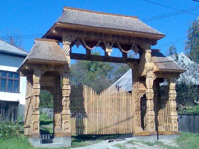 porti maramuresene,biserici si altare vara,case lemn si bustean rotund,foisoare,terase