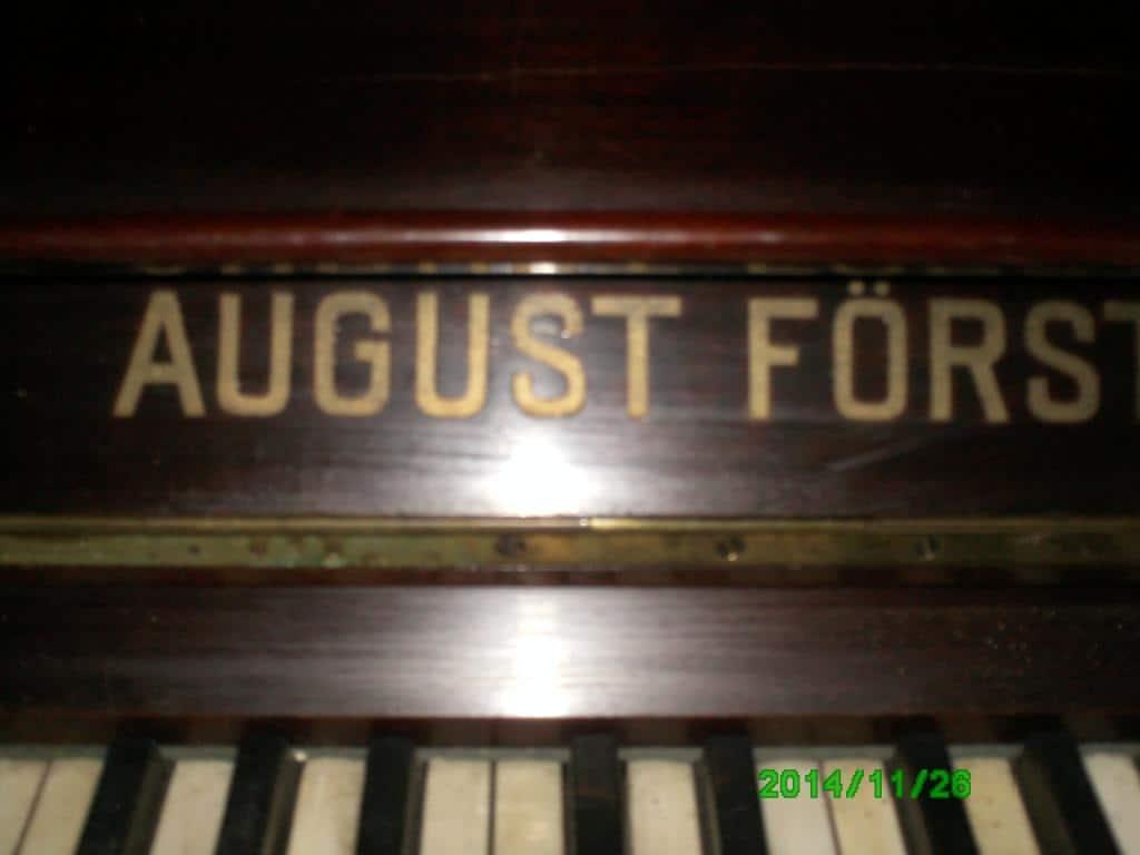 Pianina August Forster, medaliata