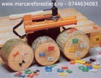 Placute plastic pentru marcare si ciocan pentru batut placute