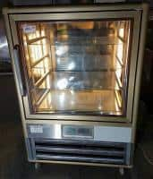 Vitrina frigorifica KUBO 250 pt prajituri second