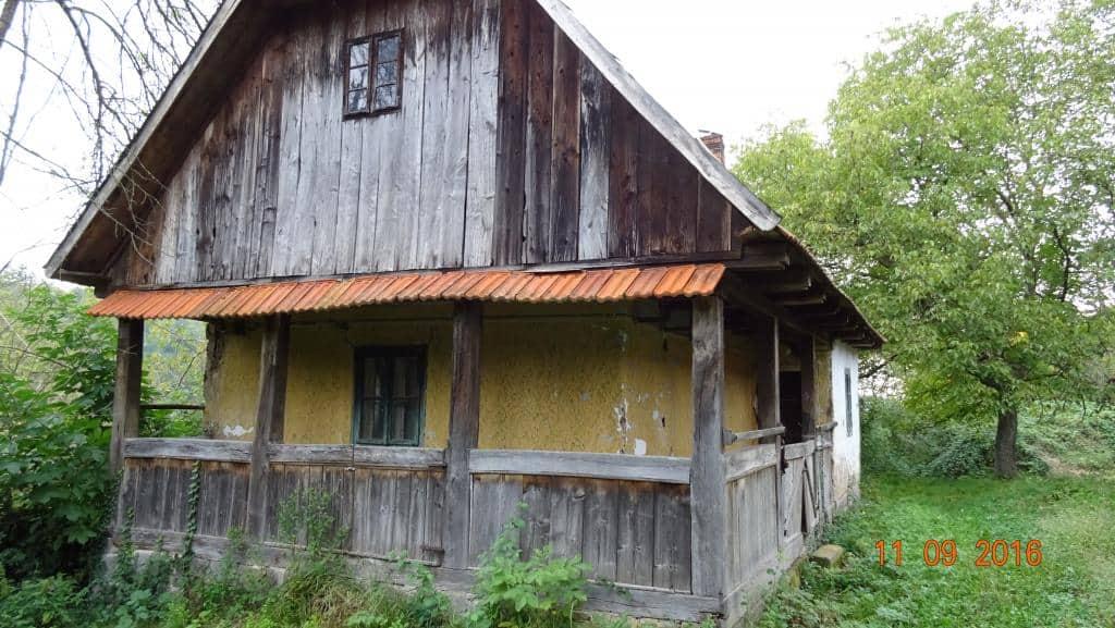 Vand casa din lemn de gorun