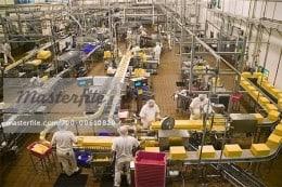Angajator strain angajeaza femei, barbati, cupluri in fabrica de parfumuri 1400-1600 Euro