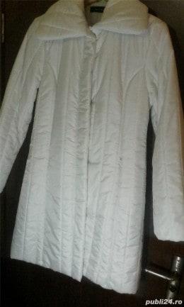 Vand geaca de fas  lunga matlasata,culoare alb,masura 42