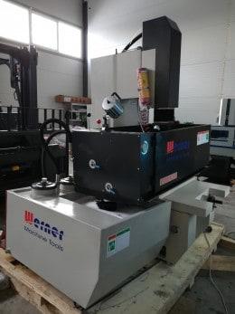 Masina de electroeroziune cu electrod masiv