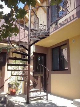 Reparam si executam porti, garduri scari, copertine, gratii si alte confectii metalice in Timisoara.