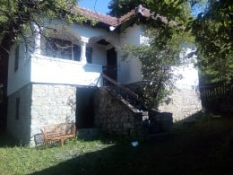 Runcu, Casa P+1 fundatie piatra si casuta lemn 3 camere, 4000 mp teren