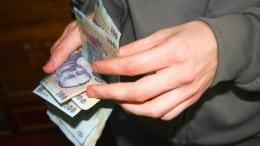 Incendiar: Bani pas cu pas