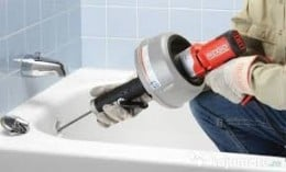 Ofer servicii de reparatii instalatii sanitare